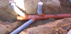 Montaż instalacji wodno-kanalizacyjnej wewnątrz budynku oraz wykonanie przyłączy.